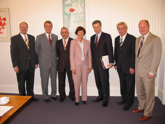 Der neue Ministerpräsident empfing die Delegation des Landesverbandes der Freien Wähler in der Villa Reitzenstein in Stuttgart.