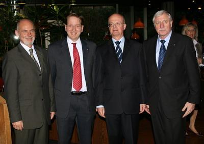 Von links nach rechts: Bernd Jansen (Direktor Inter-Versicherung), Holger Schmid (1.Vorsitzender ML), Prof. Dr. Peter Frankenberg, Wissenschaftsminister des Landes Baden-Württemberg, Prof.Dr.Achim Weizel (Stadtrat ML).