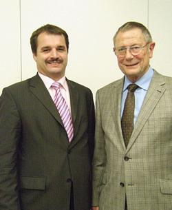 Der neue und der scheidende Vorsitzende des Kreisverbands der Freien Wähler, Frank Buss und Paul Schurr.